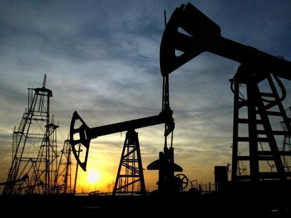 Giá dầu xuống thấp nhất 1 tháng do USD mạnh lên
