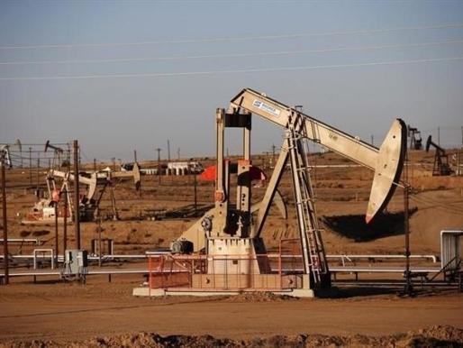 Khảo sát Reuters: Giá dầu vẫn thấp do sản lượng OPEC và dầu đá phiến tăng