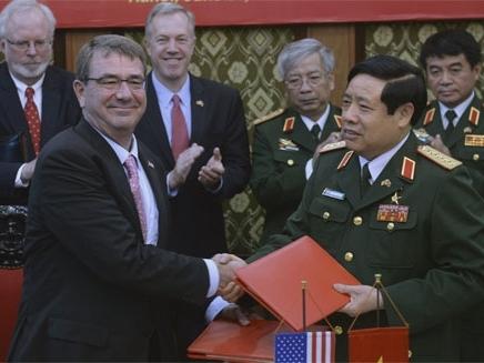 Việt - Mỹ chính thức ký tuyên bố tầm nhìn chung về quan hệ quốc phòng