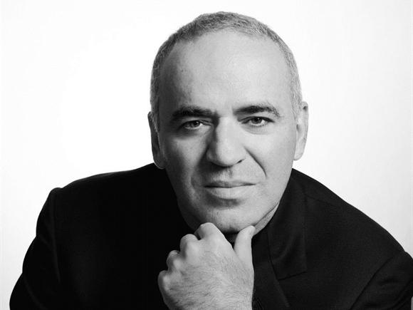 Vua cờ Kasparov: Thua thì phải học, thắng càng phải học!