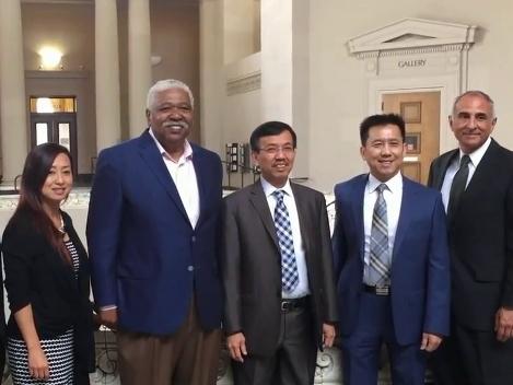 Vua rác gốc Việt ký kết hợp đồng hơn 1 tỷ USD
