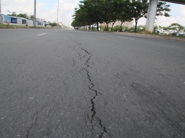 Ngừng thi công City Gate Towers vì làm nứt đường