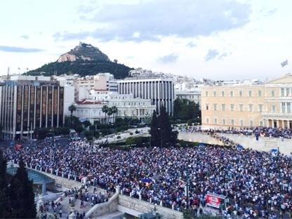 Dân Hy Lạp ồ ạt rút tiền khỏi ngân hàng