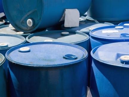 Giá dầu lên cao nhất một tuần do USD suy yếu