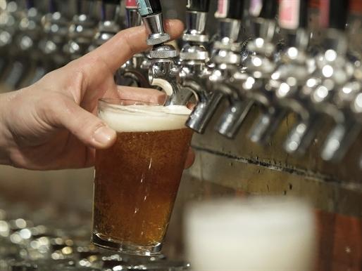 Sức khỏe nền kinh tế nhìn từ mức tiêu thụ bia