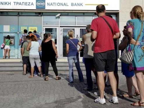 Hy Lạp đóng cửa ngân hàng, áp đặt biện pháp kiểm soát vốn