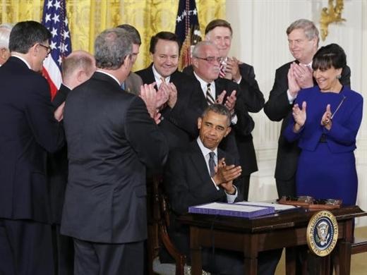 Tổng thống Mỹ ký ban hành luật TPA