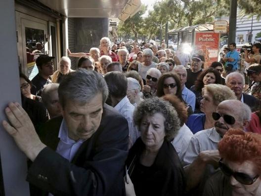Hỗn loạn khi Hy Lạp mở lại các ngân hàng