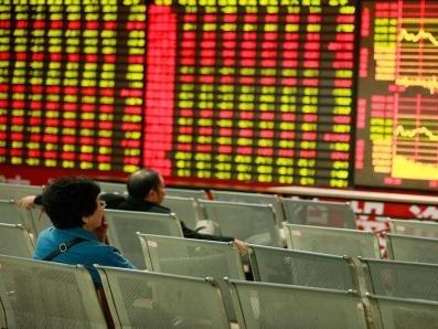 Gần 750 cổ phiếu Trung Quốc tạm ngừng giao dịch để ngăn đà giảm