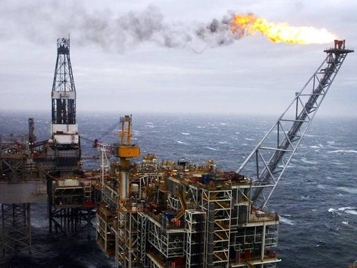 Giá dầu Mỹ thấp nhất 3 tháng, dầu Brent đảo chiều tăng