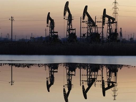 Giá dầu bắt đáy 4 tháng do chứng khoán Trung Quốc lao dốc