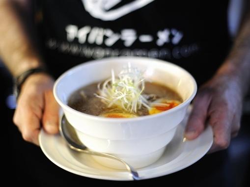 Lương tối thiểu theo giờ ở Nhật Bản chỉ đủ mua 1 bát mỳ