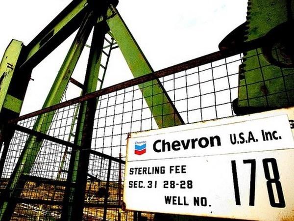 Doanh nghiệp dầu mỏ đồng loạt thu hẹp đầu tư, giảm biên chế