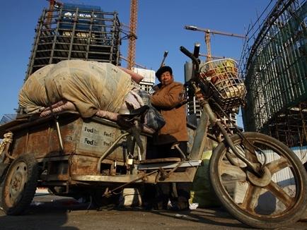 Lo mục tiêu tăng trưởng không thành, Trung Quốc tăng chi tiêu