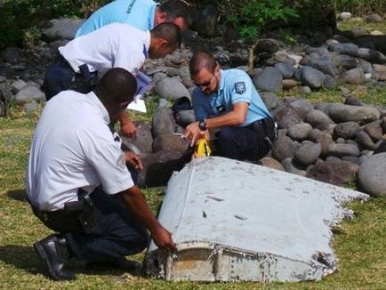 Malaysia xác nhận mảnh vỡ trên đảo La Reunion của MH370