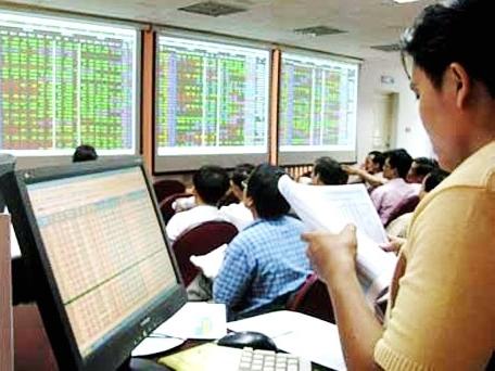 Bloomberg: Chứng khoán Việt Nam vẫn hấp dẫn dù Fed nâng lãi suất