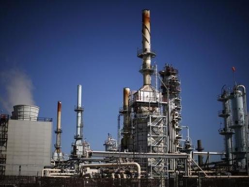 Giá dầu Mỹ lại bắt đáy mới, xuống dưới 42 USD/thùng