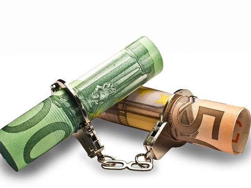 Kiếm soát vốn: Lá chắn trước làn sóng phá giá?