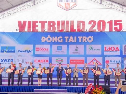 Thứ trưởng Nguyễn Trần Nam thăm gian hàng Tiến Phát tại Vietbuild