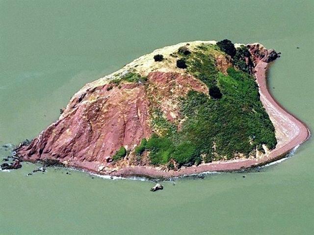 Hòn đảo đại hạ giá hơn 75% giữa vịnh San Francisco