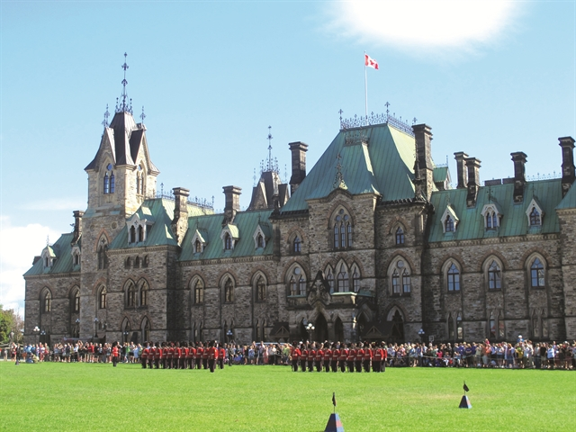 """Đến Ottawa, nhâm nhi """"bánh Obama"""""""