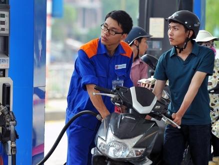 Giá xăng tăng hơn 600 đồng/lít sau 5 lần giảm liên tiếp