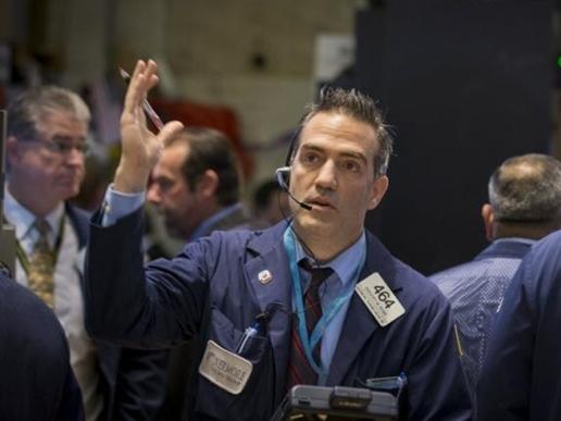 Cổ phiếu hàng hóa, ôtô nhấn chìm Phố Wall