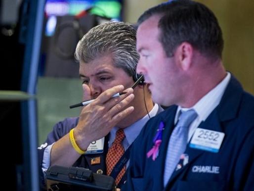 Phố Wall mất điểm do cổ phiếu y tế và Caterpillar