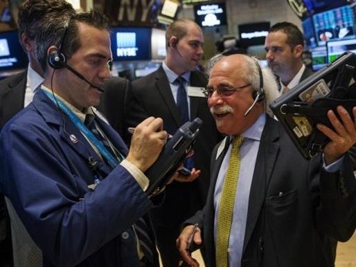 S&P 500 mất điểm do bán tháo cổ phiếu công nghệ sinh học