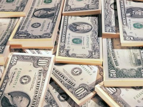 Vì sao Việt Nam hạ lãi suất USD?