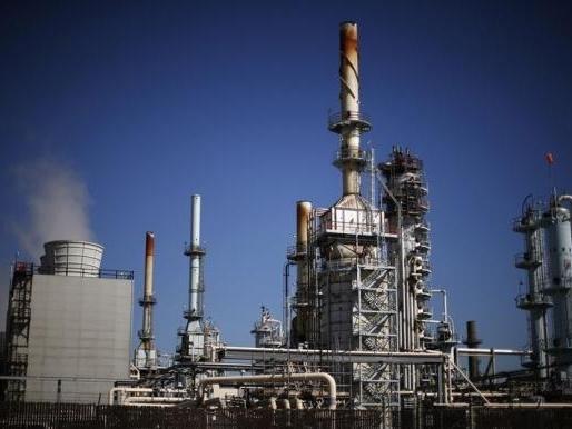 Giá dầu hồi phục do đồn đoán sản lượng dầu Mỹ tiếp tục giảm