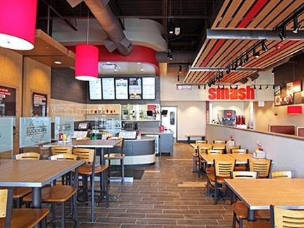Jollibee thâu tóm 40% cổ phần công ty Smashburger của Mỹ