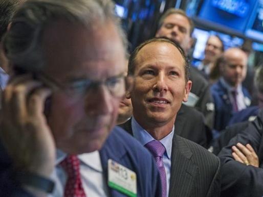 Phố Wall lên cao nhất 8 tuần nhờ cổ phiếu tài chính, chăm sóc y tế