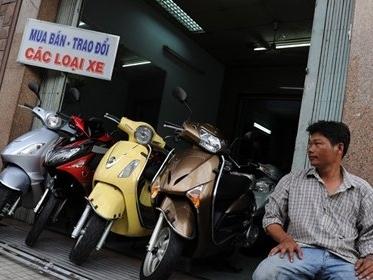 """Xe máy ế ẩm, ô tô giá rẻ """"lên ngôi"""""""
