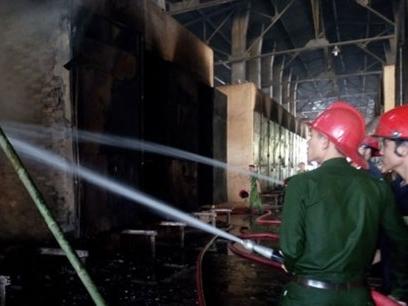 Cháy nhà máy chế biến mủ cao su Yachim ở KonTum