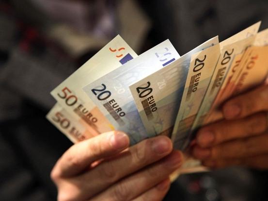 Euro xuống thấp nhất 4 tuần sau tín hiệu của ECB