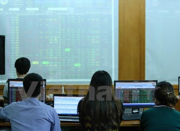 Nhóm blue-chip tạo hậu thuẫn đẩy VN-Index vượt mốc 605 điểm
