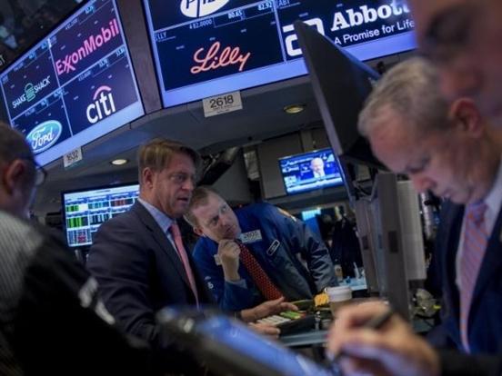 S&P lần đầu tiên vượt ngưỡng 2.100 điểm kể từ tháng 8