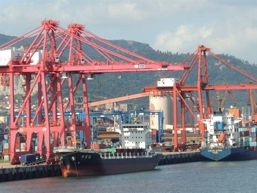 Xuất khẩu Trung Quốc giảm tháng thứ 4 liên tiếp