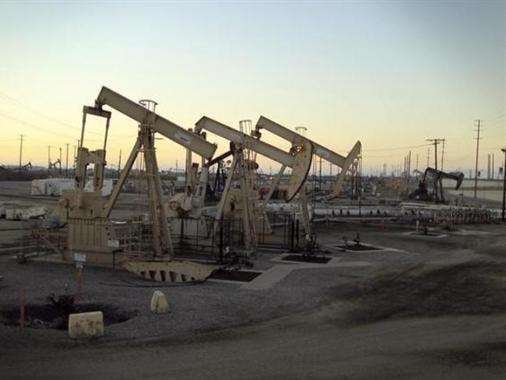 Dầu mất giá, ngành dầu đá phiến Mỹ cắt giảm mạnh chi phí đầu tư