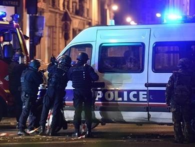 Pháp tăng quân cho thủ đô Paris, đóng cửa toàn bộ biên giới