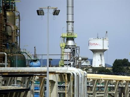 Giá dầu hồi phục do sản lượng OPEC giảm, lo ngại gián đoạn nguồn cung