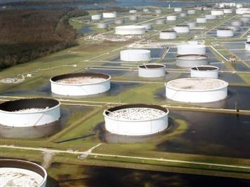 Giá dầu bắt đáy mới do đồn đoán nguồn cung tăng