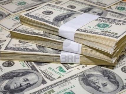 Giới đầu tư ồ ạt đổ thêm tiền vào USD