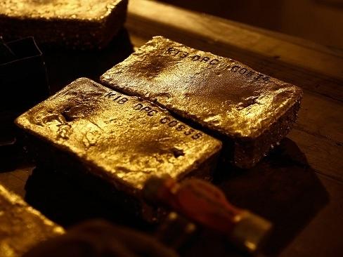 Giá vàng lại xuống thấp nhất gần 6 tháng