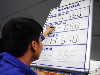 Giá xăng có thể giảm tiếp ngày mai