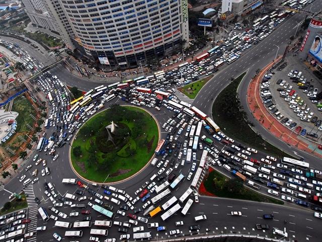 21 bức ảnh khủng khiếp về tắc đường trên thế giới