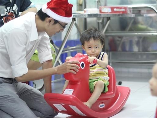 SECRET SANTA 2015 đã bắt đầu – mang Giáng Sinh an lành đến các trẻ mồ côi!