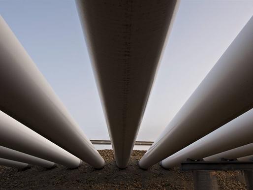 Giá dầu giảm mạnh do nguồn cung bất ngờ tăng