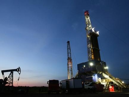 Giá dầu Mỹ xuống dưới 30 USD/thùng lần đầu tiên trong 12 năm qua